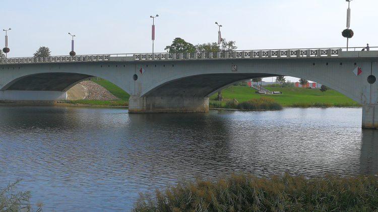 Tilts pār Lielupi