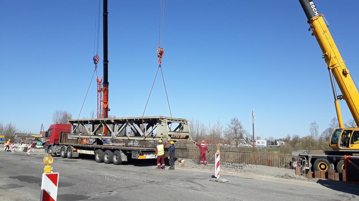Miera ielas tilts, būvniecība