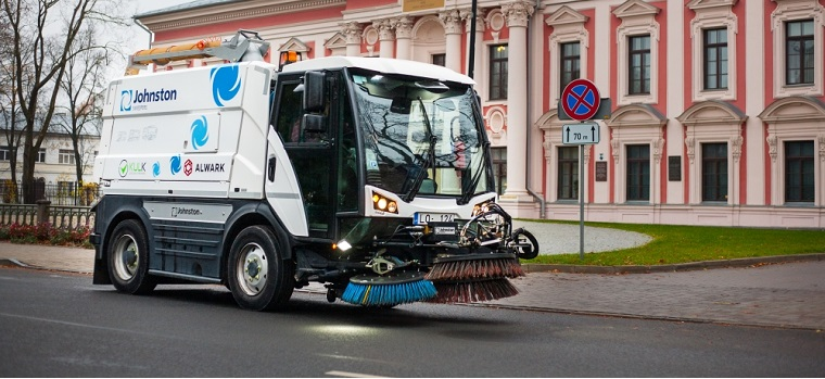"""Ielu mehanizētās tīrīšanas tehnika; Foto no SIA """"KULK"""" arhīva"""
