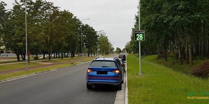 Transportlīdzekļu momentānā ātruma attēlošanas displejs Loka maģistrālē