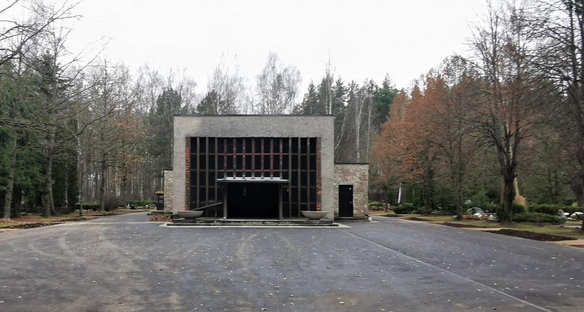 Baložu kapsētas kapliča un laukums