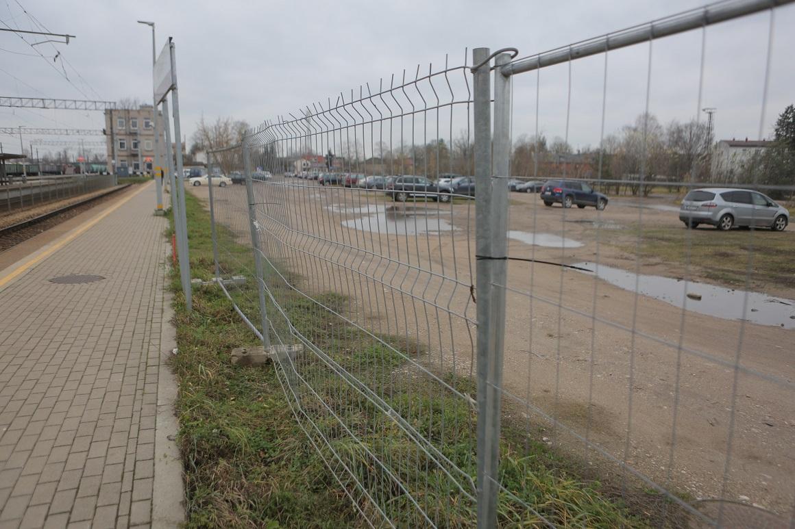 Jelgavas dzelzceļa stacijas stāvlaukums, foto: jelgava.lv