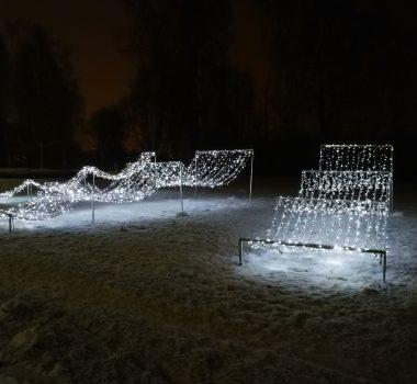 Ziemassvētku rotājumi Mīlestības alejā