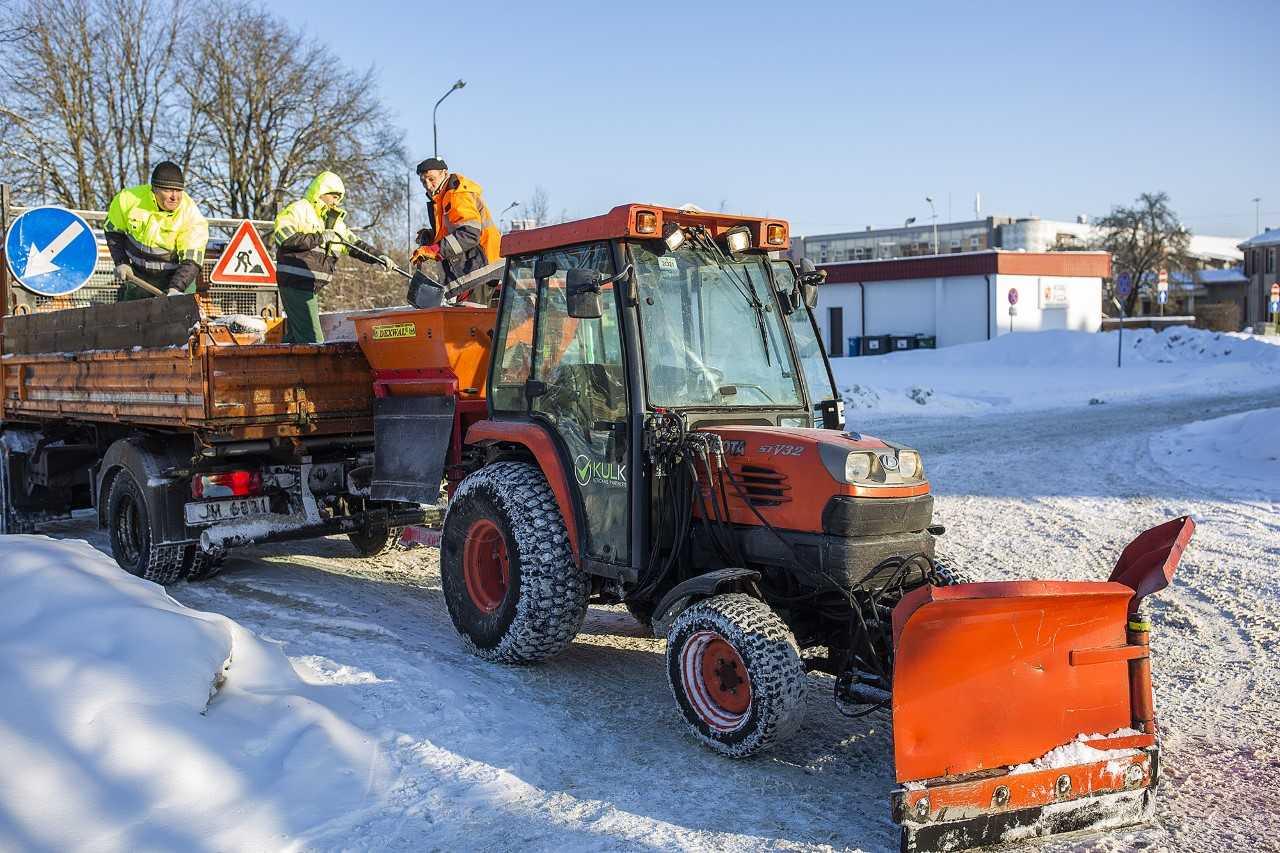 Jelgavas autoostas teritorija, ziemas dienests, foto: jelgava.lv