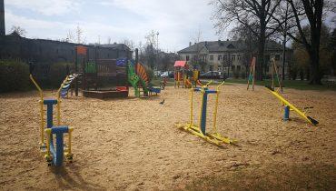 Raiņa parka rotaļu un āra vingrošanas laukums