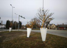 Lieldienu dekori Lietuvas šosejā