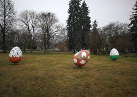 Lieldienu dekori Raiņa parkā